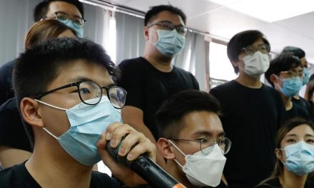 Hong Kong veta 12 candidatos pró-democracia em eleição, mas nega infringir direitos civis
