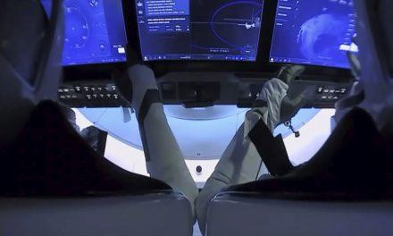 Nasa monitora cápsula da SpaceX com astronautas em retorno à Terra