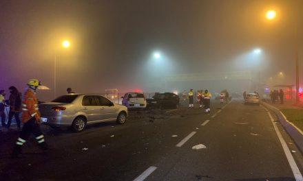 Acidente deixa 8 mortos e mais de 20 feridos na BR-277, em São José dos Pinhais