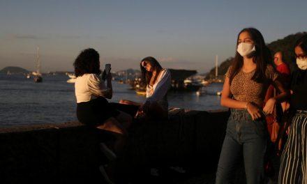 Américas registram 100 mil casos novos de Covid por dia, diz OMS