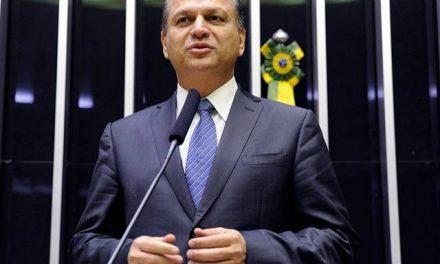 Bolsonaro dá cargo de líder na Câmara para o Centrão