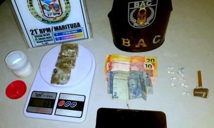 Com ajuda de cão farejador, PM prende suspeitos de tráfico de drogas