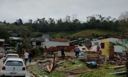 Tornados e tempestades com granizo deixam rastro de destruição em SC