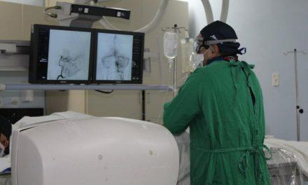Ophir Loyola usará próteses alemãs para tratar aneurismas cerebrais