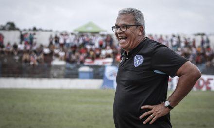 """Hélio dos Anjos lamenta expulsão """"injusta"""" de Tony contra o Vila Nova e admite: """"Início ruim"""""""