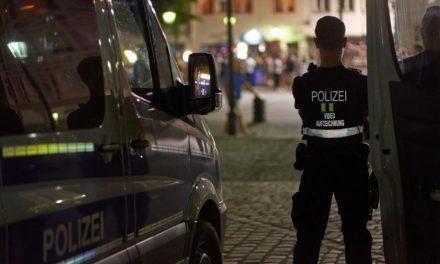 Policiais alemães são investigados após ajoelharem no pescoço de suspeito
