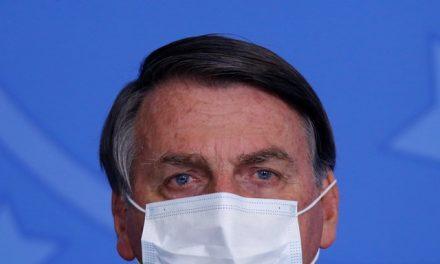 Bolsonaro contraria ciência e diz a apoiadores que eficácia de máscara é 'quase nenhuma'