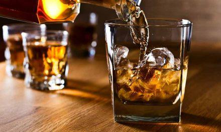 Inglês de 30 anos morre após tomar garrafa de uísque de uma só vez