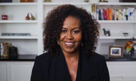 """Michelle Obama relata episódios de racismo que sofreu; """"Os brancos nem me veem"""""""