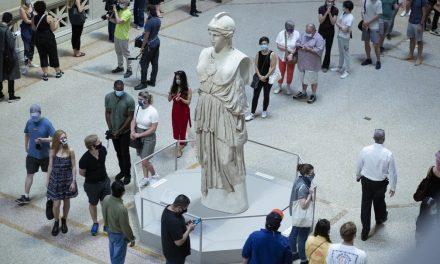 Nova York comemora reabertura do Metropolitan Museum