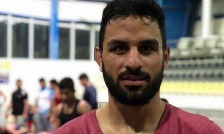 TV estatal iraniana mostra suposta confissão de assassinato de astro de luta livre