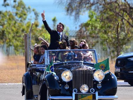 Sem desfile devido à pandemia, Bolsonaro gera aglomeração em ato do 7 de Setembro no Alvorada