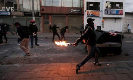 Protestos contra violência policial na Colômbia terminam em cinco mortos