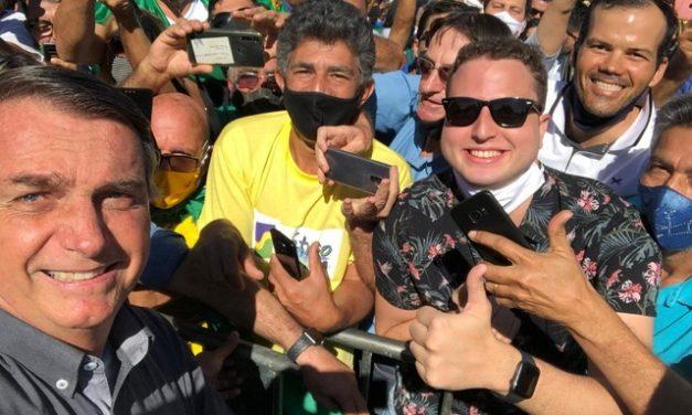 """Com quase 130 mil mortos, Bolsonaro diz: """"Estamos praticamento vencendo a pandemia"""""""