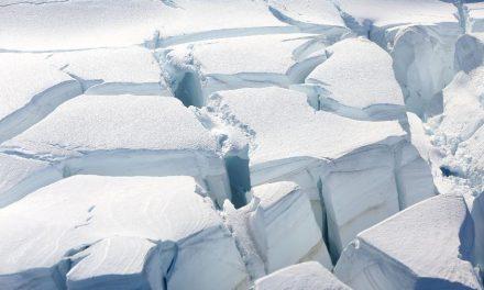 Estudo aponta que degelo de glaciais pode elevar oceanos em 45 cm até 2100