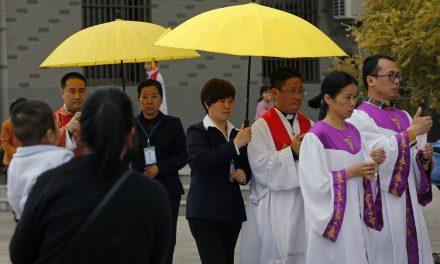 Pequim e o Vaticano vão renovar acordo; Washington critica