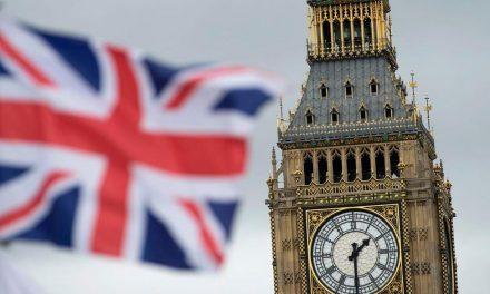 Covid-19: Inglaterra fechará bares e restaurantes às 22h