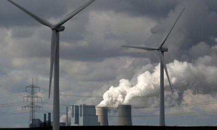 Manifestantes protestam em mina de carvão contra combustíveis fósseis