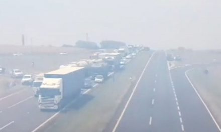 Queimada interdita trecho de rodovia entre Jaú e Pederneiras e mobiliza bombeiros