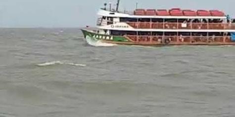 Pane em navio da linha Belém-Marajó deixa passageiros no sufoco