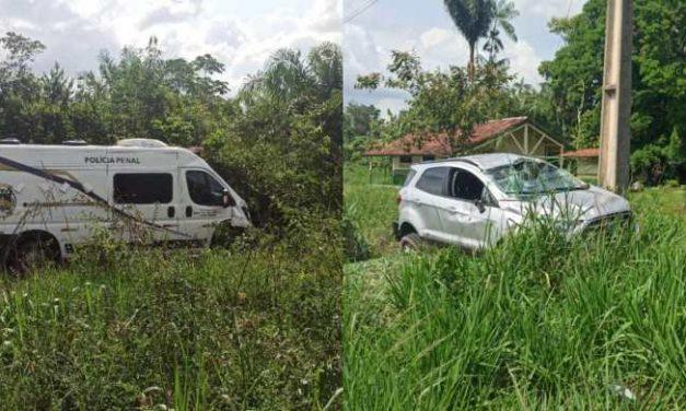 Van e carro de passeio colidem na PA-150, casal ficou ferido
