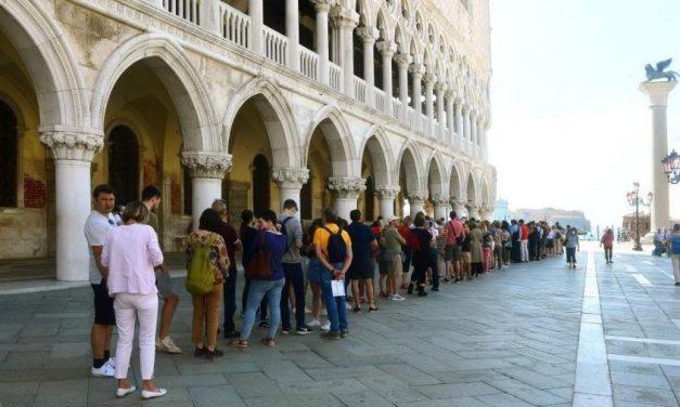Covid-19: Itália pode ter meses mais difíceis que no início de pandemia, diz governador