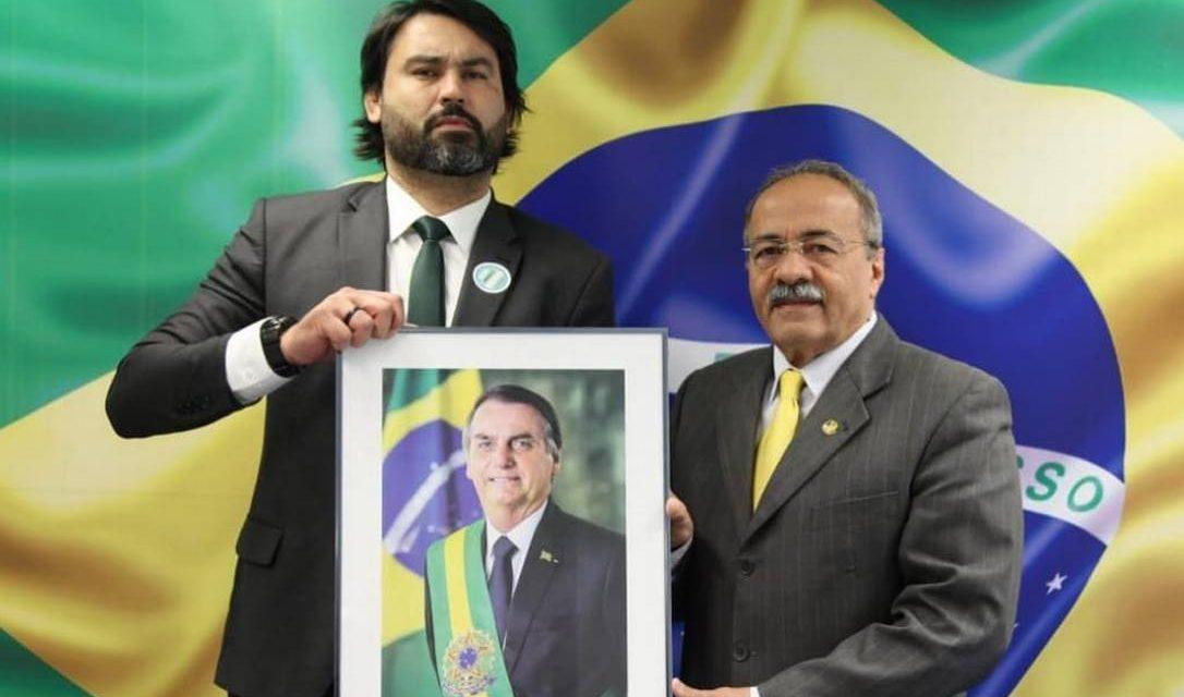 Senador com dinheiro na cueca emprega Leo Índio, sobrinho de Bolsonaro