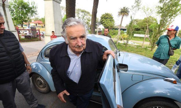 José Mujica renuncia ao cargo de senador pela segunda vez