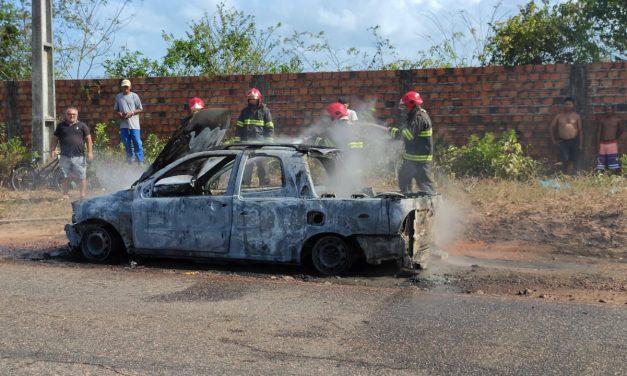 Carro pega fogo na BR-308 em Bragança