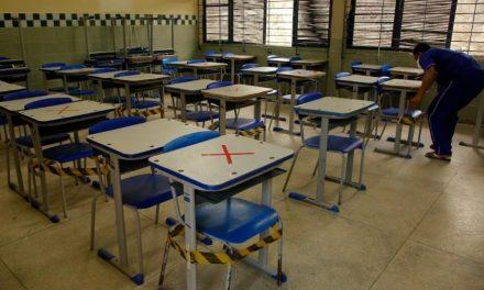 No novo confinamento europeu, bares e comércio fecham e escolas abrem