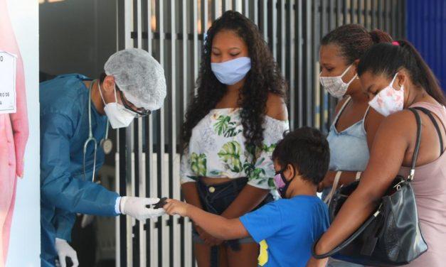 Brasil ainda está longe de superar 1ª onda da covid-19, dizem analistas