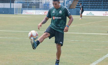 """Hélio confia em evolução do setor ofensivo e não teme o Santa Cruz: """"Vão respeitar a gente"""""""