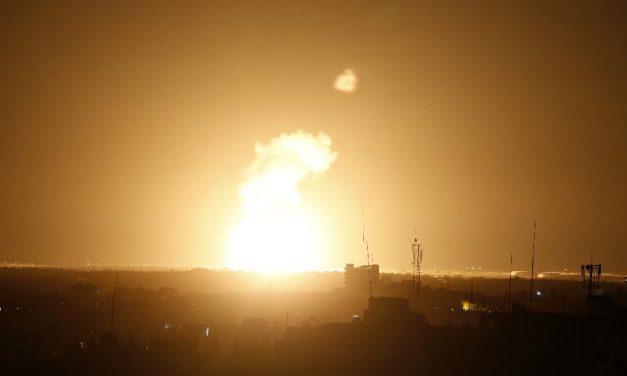 Israel bombardeia posições do Hamas em Gaza após disparo de um foguete