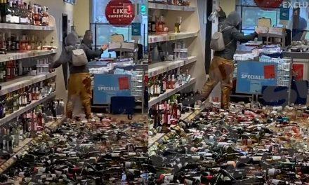Mulher tem 'dia de fúria' e destrói 500 garrafas em mercado inglês; assista