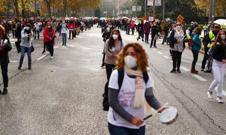 Trabalhadores de saúde da Espanha protestam contra cortes nos serviços