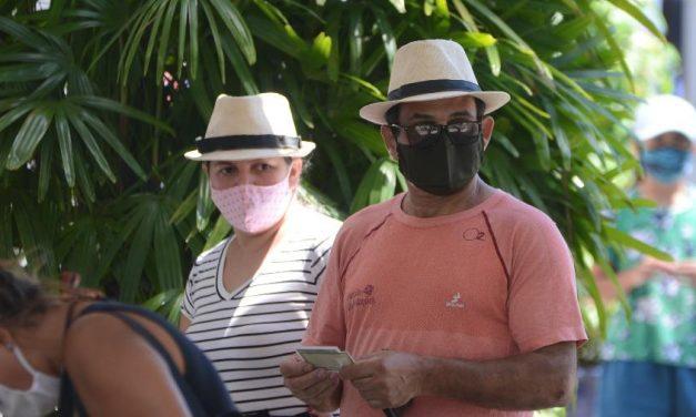 Contra Crivella, eleitor de Paes vota com chapéu de Zé Pilintra no Rio