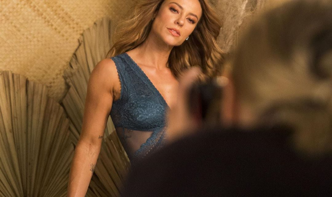 De lingerie, Paolla Oliveira posa deslumbrante e esbanja beleza