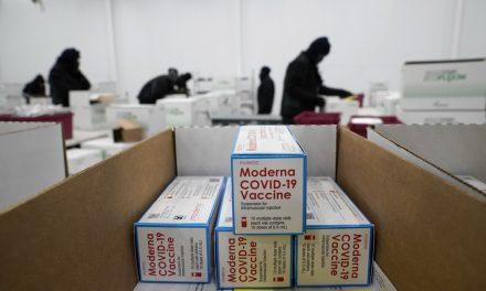 Vacinas da Moderna começam a ser despachadas para pontos de aplicação nos EUA