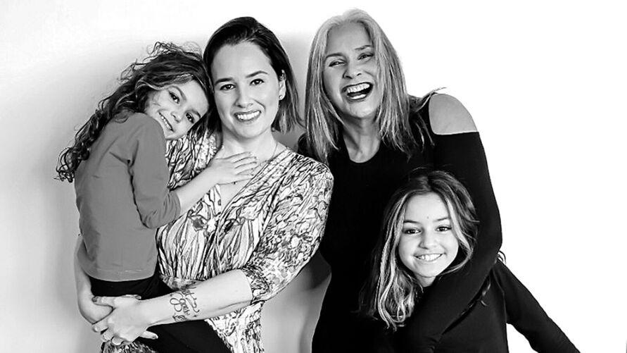 Fafá de Belém se une à filha Mariana e às netas em live especial de Natal