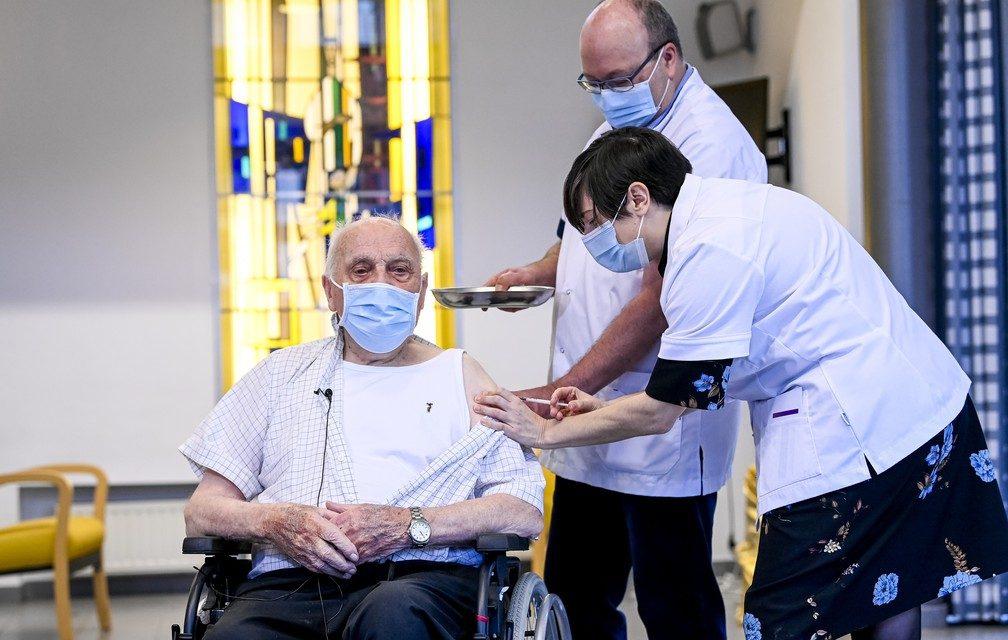 Bélgica, Luxemburgo e Letônia começam vacinação contra Covid-19