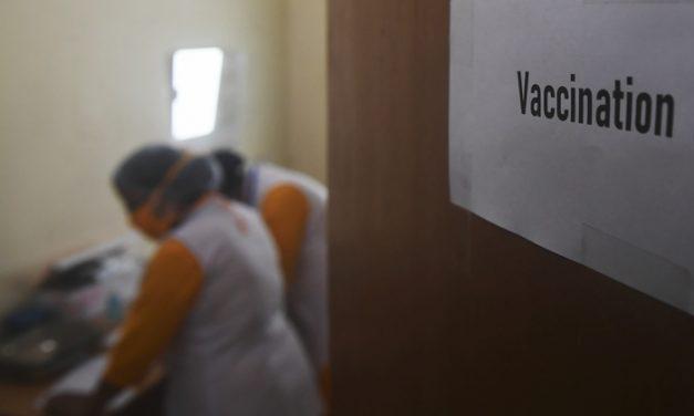 Índia faz simulação de vacinação contra covid-19 antes de lançar campanha em massa