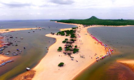 Alter do Chão, no Pará, tem apenas duas estações no ano e pode oferecer praia ou floresta alagada, a depender da época