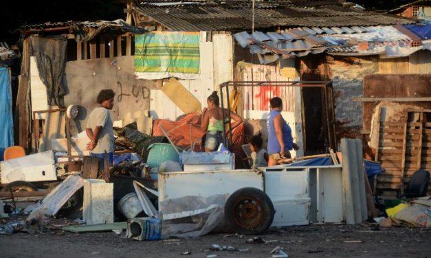 Após 6 anos, Brasil volta à marca de 14 milhões de famílias na miséria