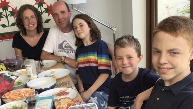'Meus dois filhos precisam de rins, mas eu só posso doar um'