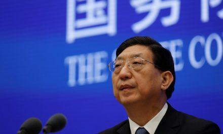 China diz aguardar missão da OMS a Wuhan para investigar origem da Covid-19