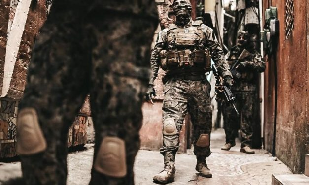 RJ: com ações policiais restringidas na pandemia, tiroteios em favelas caem