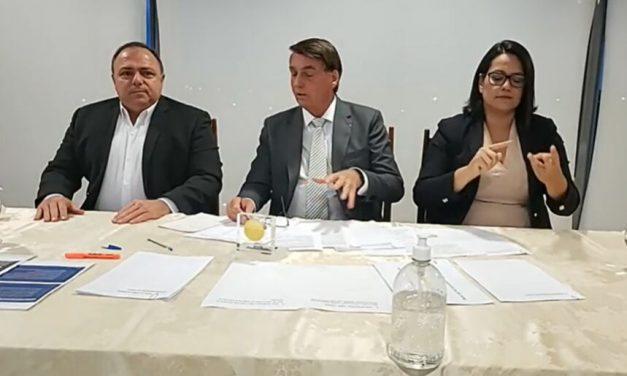 Bolsonaro ataca vacina, elogia cloroquina e fala sobre situação de Manaus