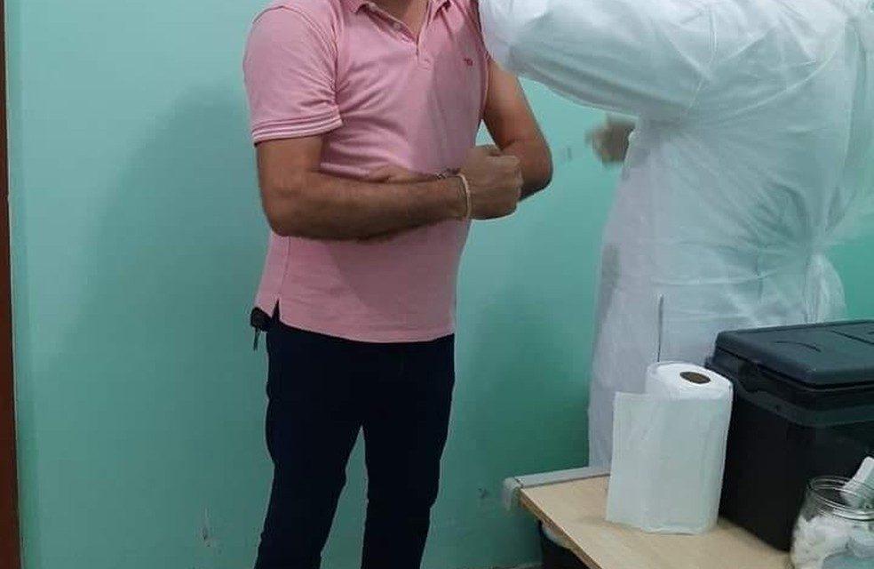 Após criticar vacina, diretor de hospital no PA divulga foto sendo imunizado contra a Covid-19 e é demitido