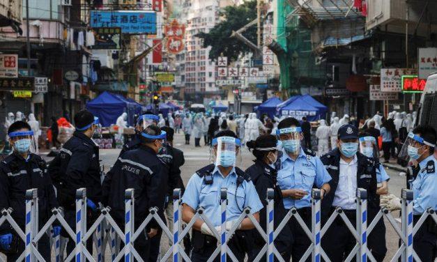 Hong Kong vive primeiro confinamento e bairro é isolado por 48 horas