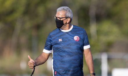 """Hélio dos Anjos sobre renovação com Náutico: """"Agora é com a diretoria"""""""